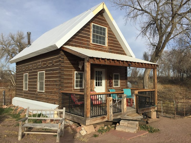 CREEKSIDE LOG CABIN, vacation rental in Canon City