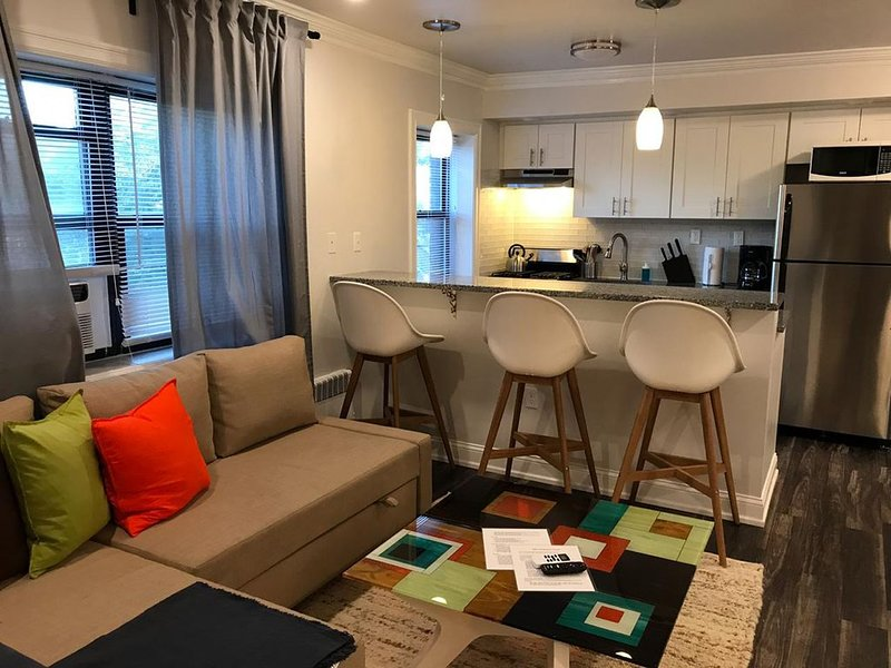 1703 4A · Marianas Place/20min to NYC-Parking Avail, casa vacanza a Union City