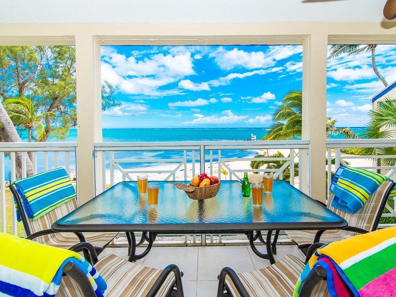 Gorgeous beachfront condo steps from Rum Point and snorkeling! The Retreat #30, holiday rental in Rum Point
