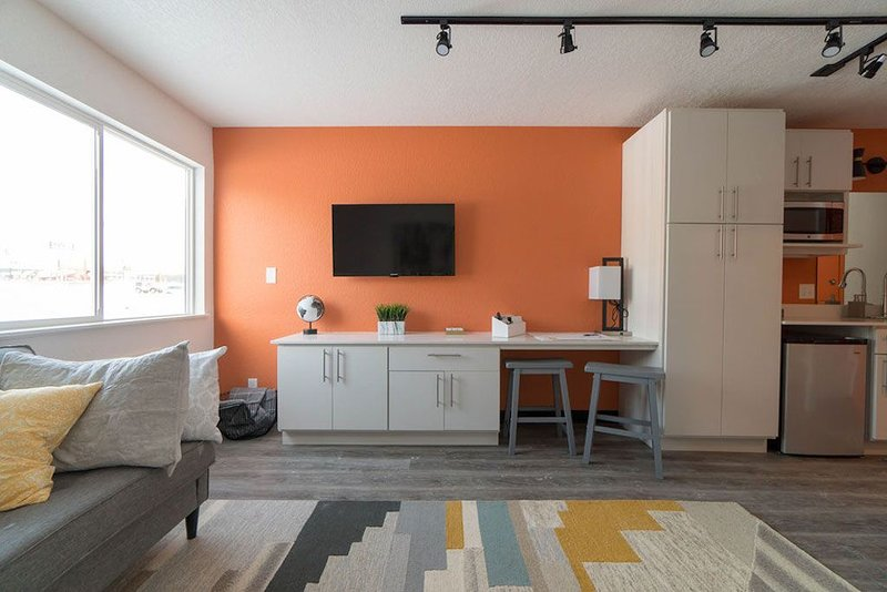 228 Spaces - Cedar Falls Micro-Apartment, holiday rental in Shell Rock