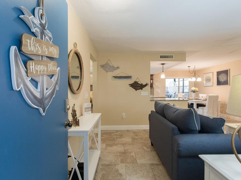 Come to your Happy Place! 2/2 ground floor waterfront community Condo!, vacation rental in Madeira Beach