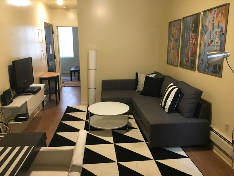 317 8th 1R · Amazing NYC Family Flat 20 min to Time Square, location de vacances à Fort Hancock