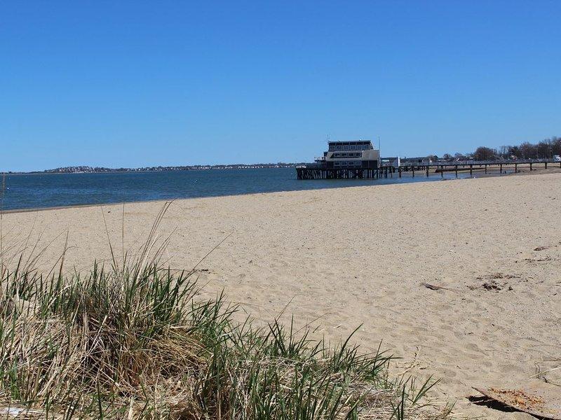 Wenn Sie im Bungalow am Strand übernachten, sind Sie nur wenige Schritte von diesem Strand entfernt.