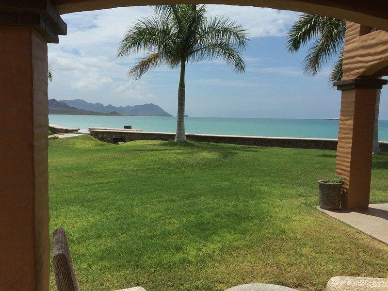 PARADISE AT BAHIA DELFIN / BEAUTIFUL  1ST FLOOR, POOLSIDE, OCEANVIEW , GOLD ZONE, casa vacanza a San Carlos