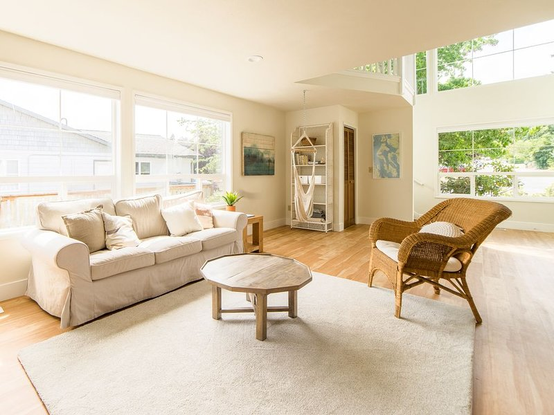 'The Langley House', walk to downtown, newly remodeled, family friendly!, casa vacanza a Langley