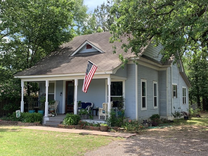 Charming Home in Historical Nacogdoches!, holiday rental in Nacogdoches