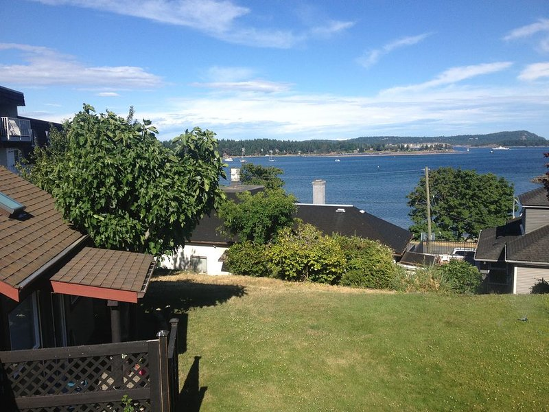 Guest House Studio overlooking downtown Harbour, holiday rental in Nanaimo