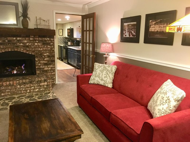 Guest Suite Walking Distance to Train & Golf Course, location de vacances à Naperville