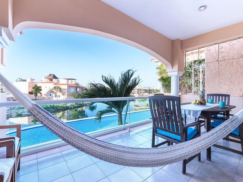 2 Bedroom/2 Bath with Golf Cart and Wifi Included, holiday rental in Puerto Aventuras