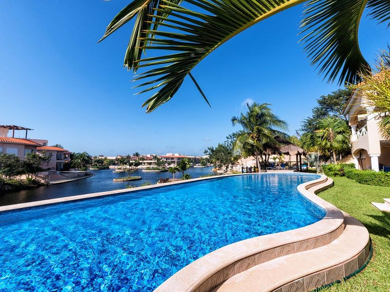 Gorgeous 2 Bedroom Condo with Golf Cart, vacation rental in Xpu-Ha