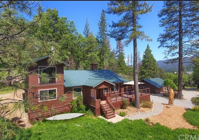 1940s style cabin with todays amenities ..5 mins to the lake, vacation rental in Bass Lake