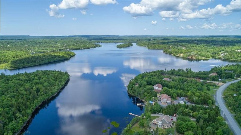 Waterfront Guest Suite in Executive House on McCabe Lake, vacation rental in Fall River