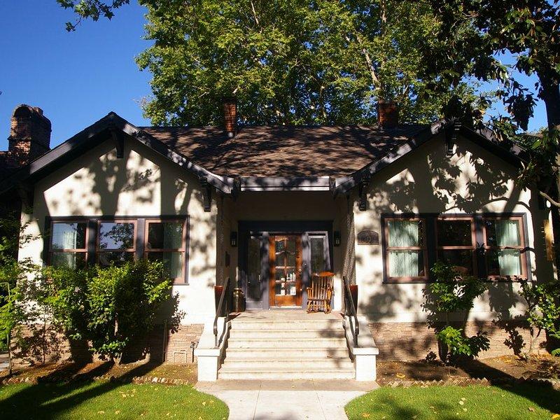 Charm and Comfort in Quiet Lodi Neighborhood, holiday rental in Lodi