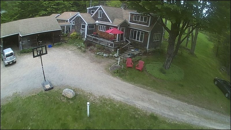 Sprawling, secluded gourmand's large cottage at base of Mt Monadnock, alquiler de vacaciones en Harrisville