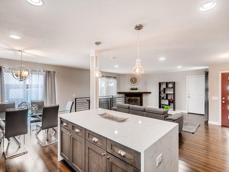 Fully remodeled 5 bedroom home in South Denver, alquiler vacacional en Centennial