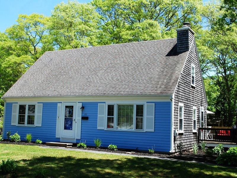 Spacious Cape in Family Friendly Great Harbors with Neighborhood Pool, holiday rental in Falmouth