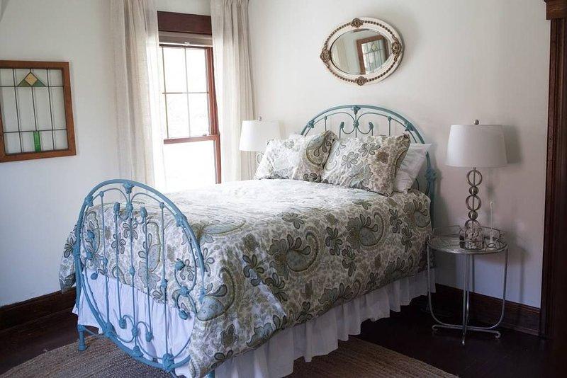 Historic B&B, Dolly's Room, Antique Victorian  Double Bed with Private Bath, aluguéis de temporada em Lebanon