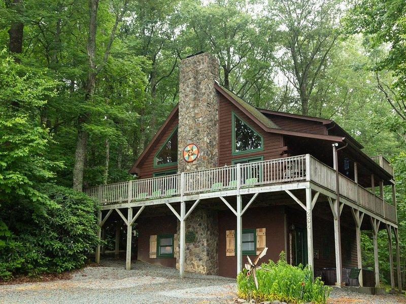 5 bedroom, 3 bath cabin with mountain views, hot tub, pool table, whirlpool tub, alquiler de vacaciones en Blowing Rock