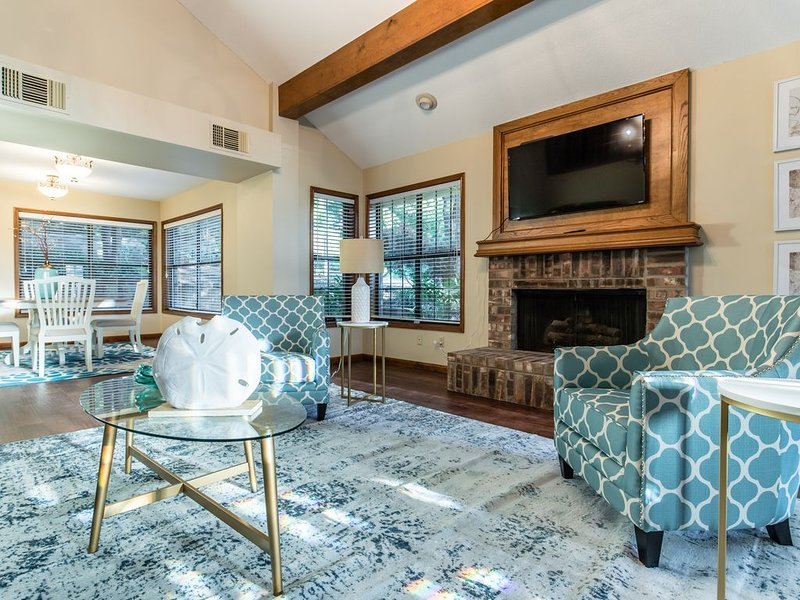 Arlington Home with Pool in Entertainment District, aluguéis de temporada em Arlington