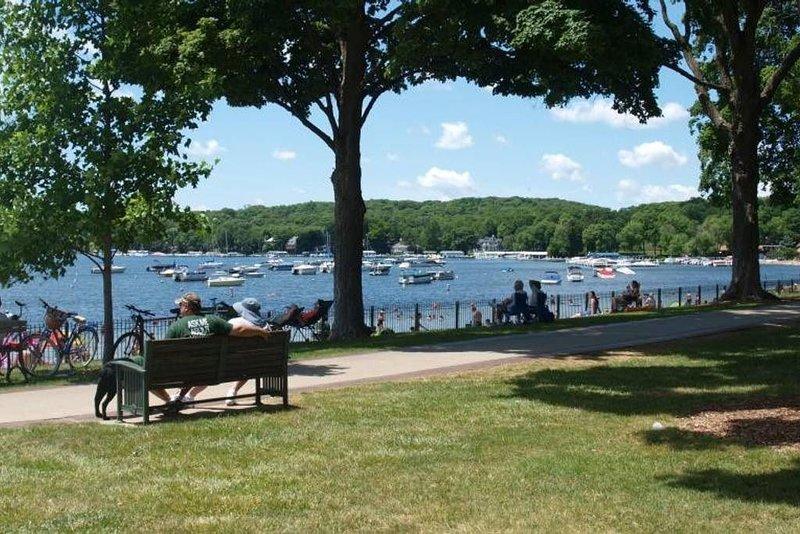 Playa pública Ideal para nadar, hacer picnics y observar a la gente.