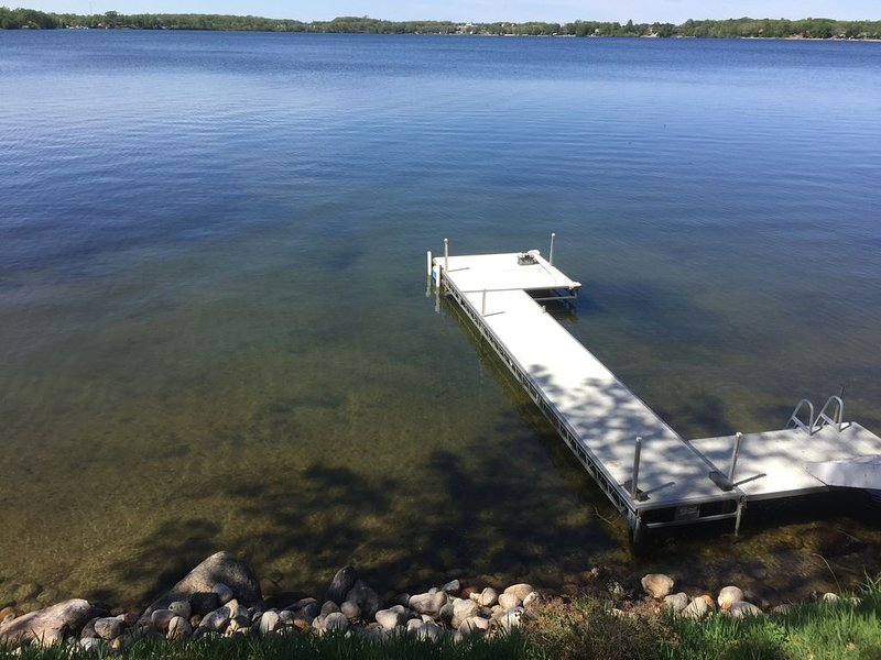 Beautiful lake home on one of the cleanest & clearest lakes with great fishing., holiday rental in Brandon