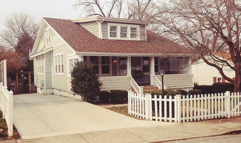 The Eagle's Nest: 5Beds/3Baths Beautiful Craftsman Home, holiday rental in Huntington