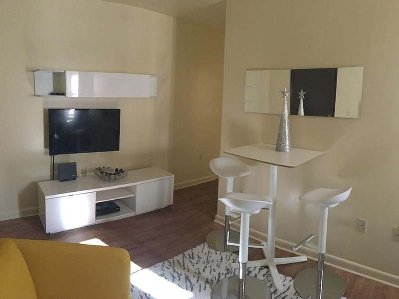 1817 1H · Charming Apt Parking Avail - 20min to Time Square, vacation rental in Union City