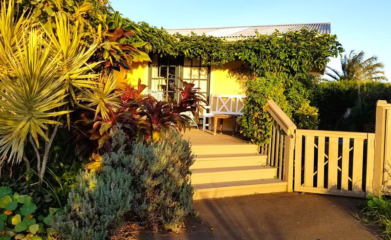 Lilikoi Cottage - In The Heart of Lovely Waimea, vacation rental in Paauilo