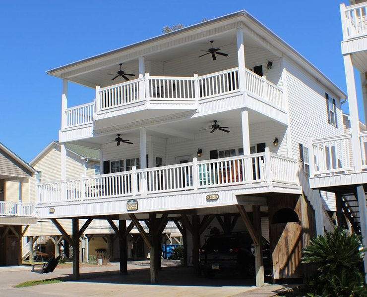 Beautiful 4 Bedroom Home  in Perfect Location !, vacation rental in Myrtle Beach