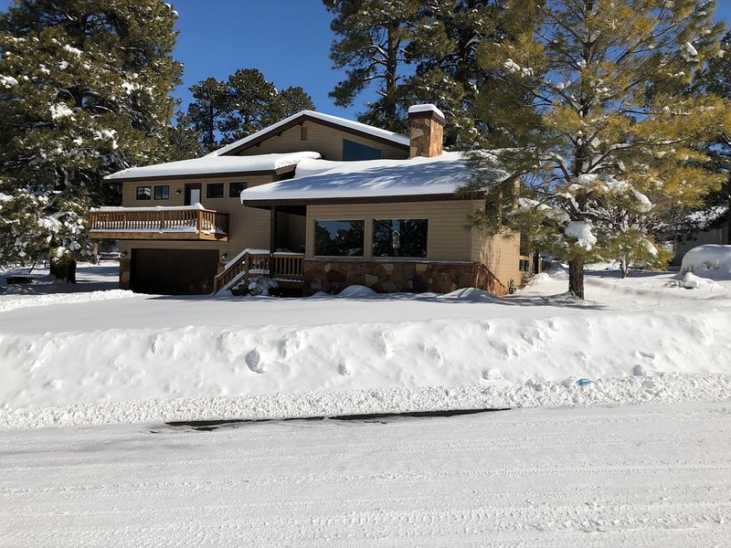 New! Remodeled and Cozy Country Club Escape - Sleeps 6, vacation rental in Flagstaff