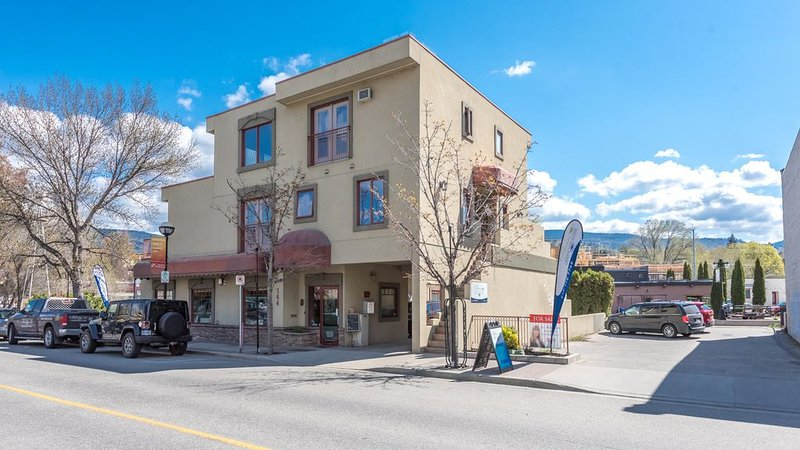 BRAND NEW! Downtown Loft - Steps to the Beach!, vacation rental in Penticton