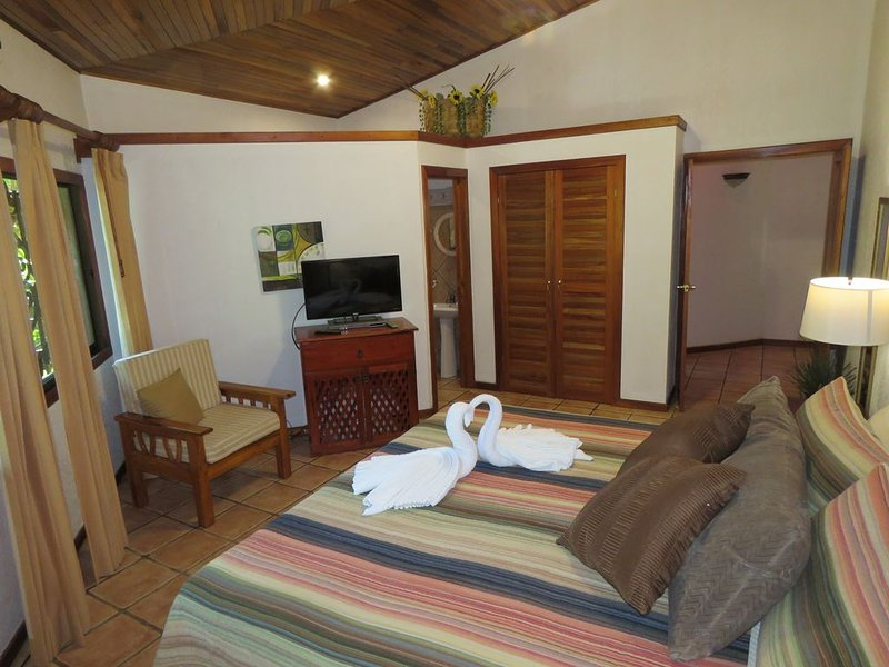 Jungle Creek Alma Pacifica Home Away From Home In The Jungle, holiday rental in Quepos
