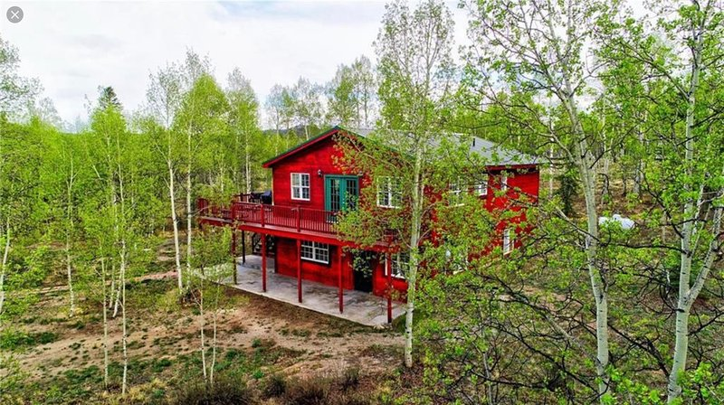 Huge Secluded Modern Luxury Smart Cabin with Mountain Views surrounded by trees!, holiday rental in Jefferson
