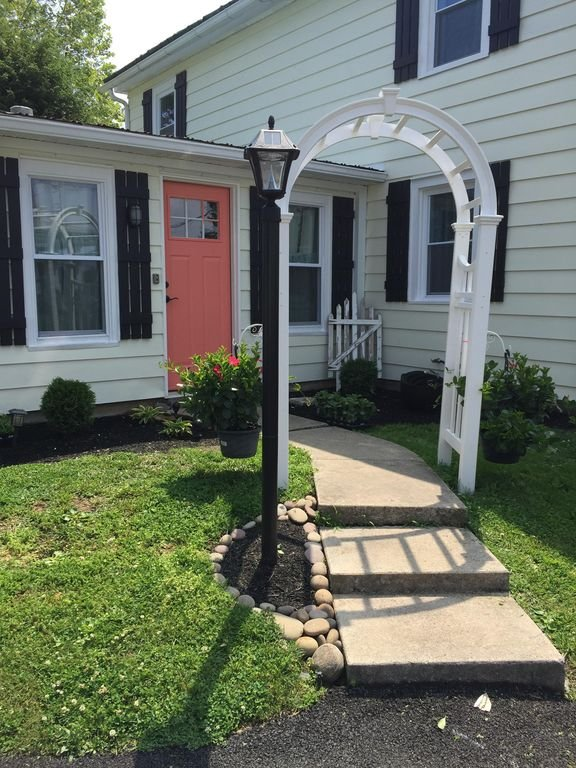 Breezeway side entrance. Best way to enter the home.