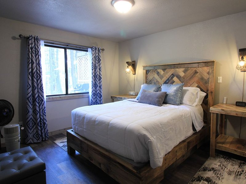 LUPINE RIDGE RETREAT, THE HAVEN ON HUFFMAN POND.  NEAT, CLEAN 1 BED/1 BATH, casa vacanza a Creston