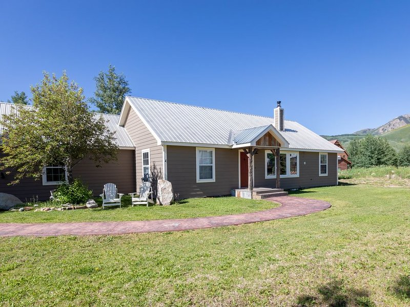 Comfortable ranch style home in CB South.