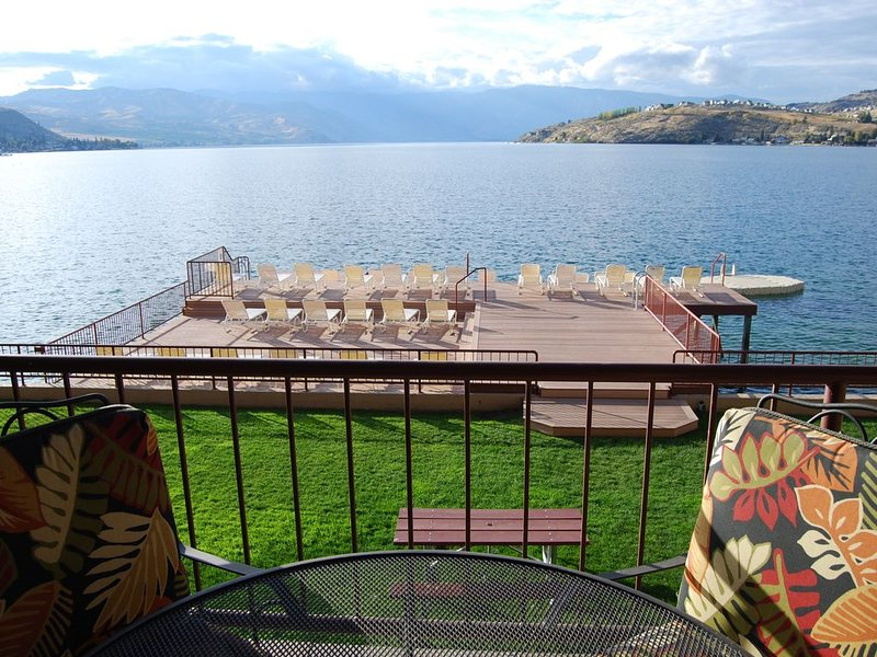 Lakefront Two Bedroom, Two Bath Grandview on the Lake Condo, holiday rental in Chelan