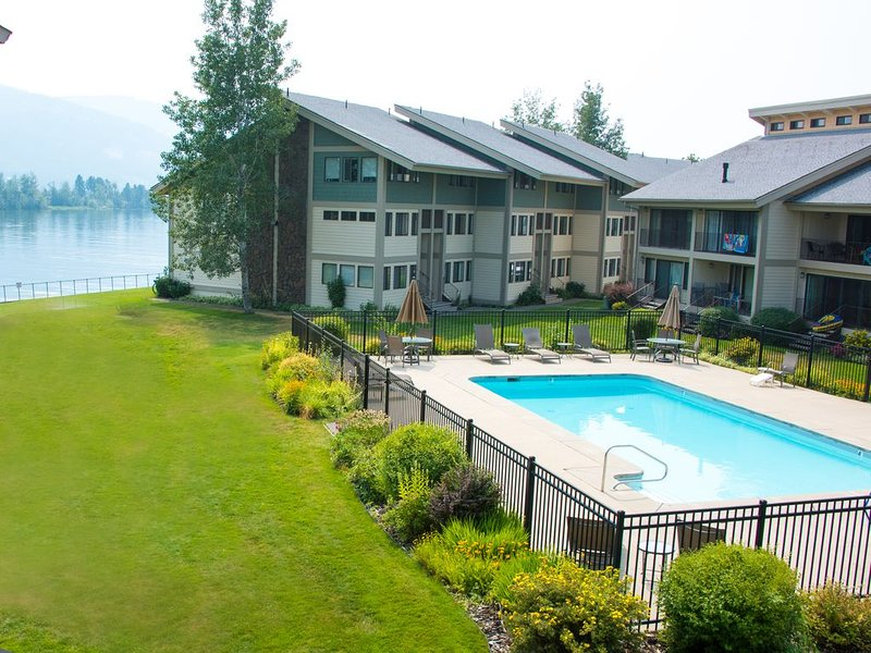 Newly remodeled condo in Sandpoint, Idaho with boat slip on lake Pend Orielle, vacation rental in Kootenai