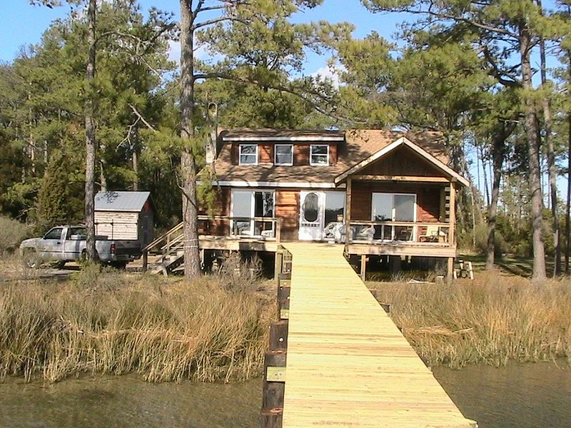 Chesapeake Bay Secluded Waterfront Log Cabin, holiday rental in Schley