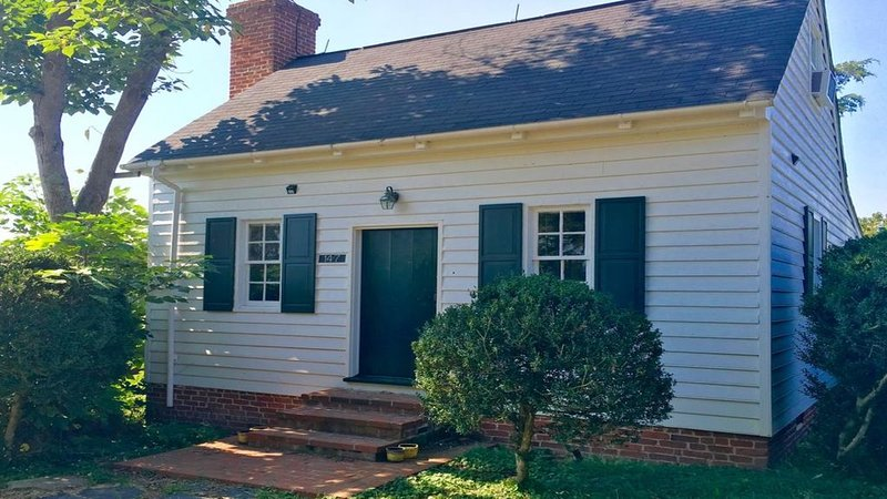 1700's Summer Kitchen Cottage # 147 & pool& wifi & outdoor fire pit & grill – semesterbostad i Gordonsville