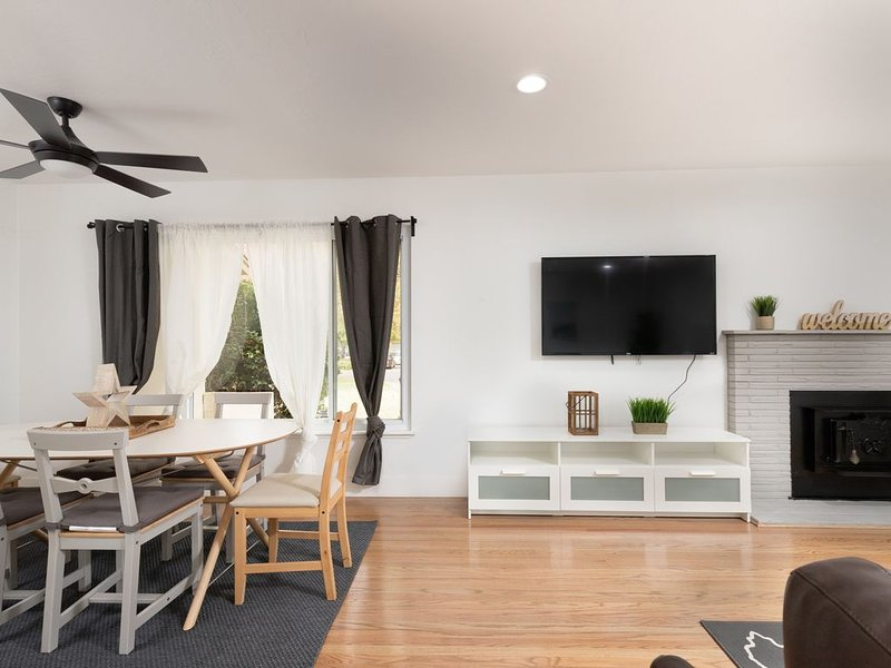 Charming & Cozy Home in Fair Oaks, location de vacances à Lincoln