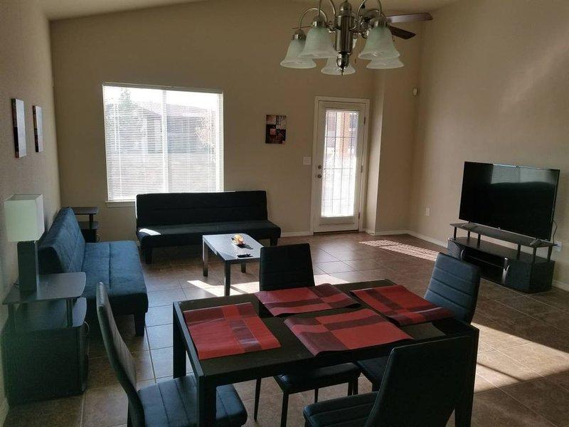 Comfortable Modern Newly Built 4 Bedroom House, holiday rental in Santa Teresa