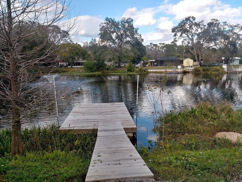 WATERFRONT COTTAGE w/ACCESS TO WEEKI WACHEE RIVER & GULF FRESHLY REMODELED!, vacation rental in Brooksville
