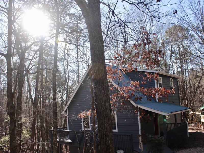 Welcome to our pet friendly country cabin! Sleeps 6., vacation rental in Dahlonega