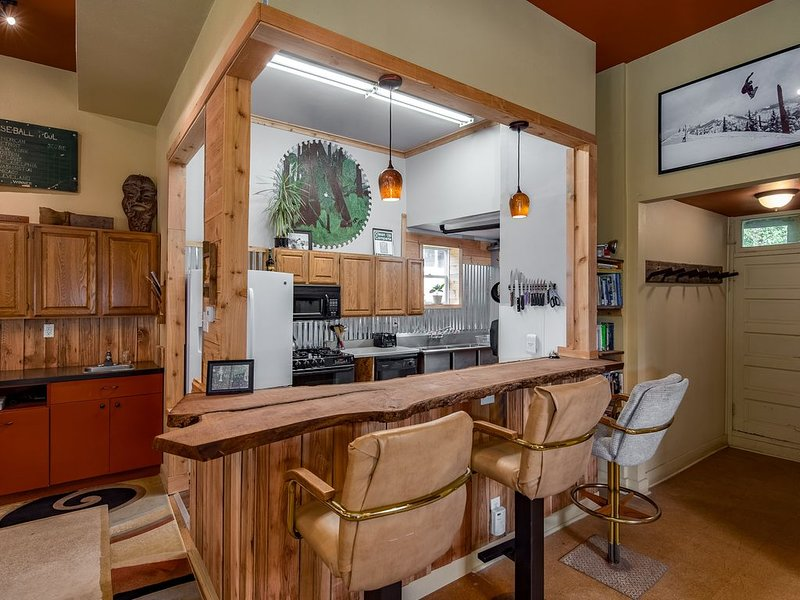 MULLAN HUNTER SKI BUILDING 4 BEDROOM - LOOKOUT PASS, holiday rental in Avery