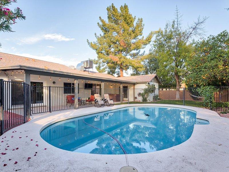 Mesa home w/ pool & hot tub near Scottsdale & Tempe!, alquiler de vacaciones en Mesa