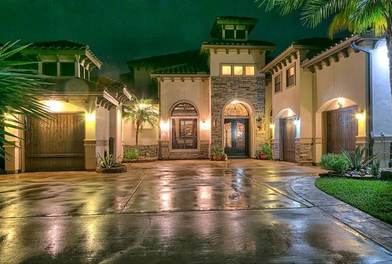 Waterfront Lake Conroe - SLEEPS 16 +  - Beautiful Mansion NO PARTIES., holiday rental in Montgomery