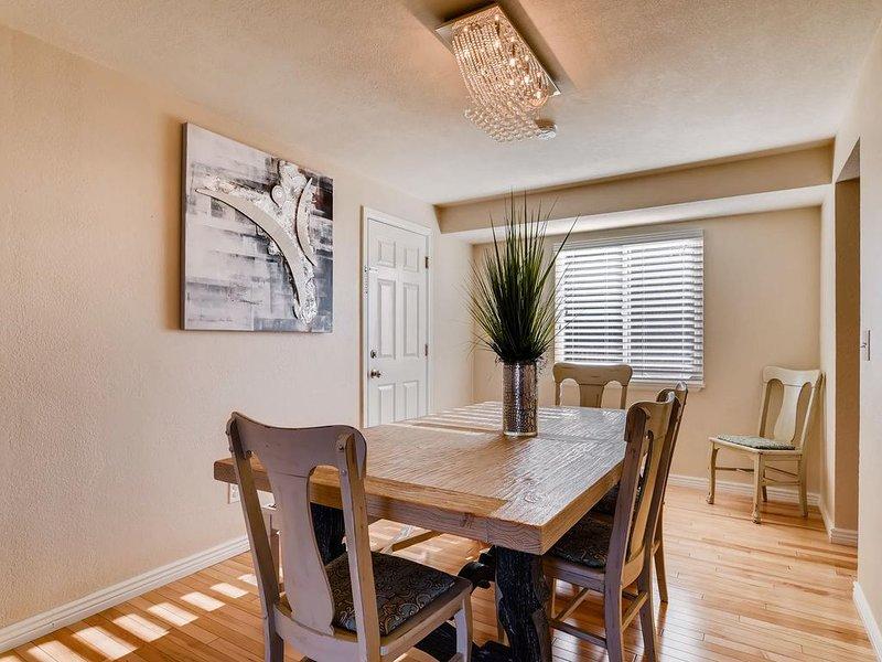 Sala de jantar - mesa se expande para acomodar 12