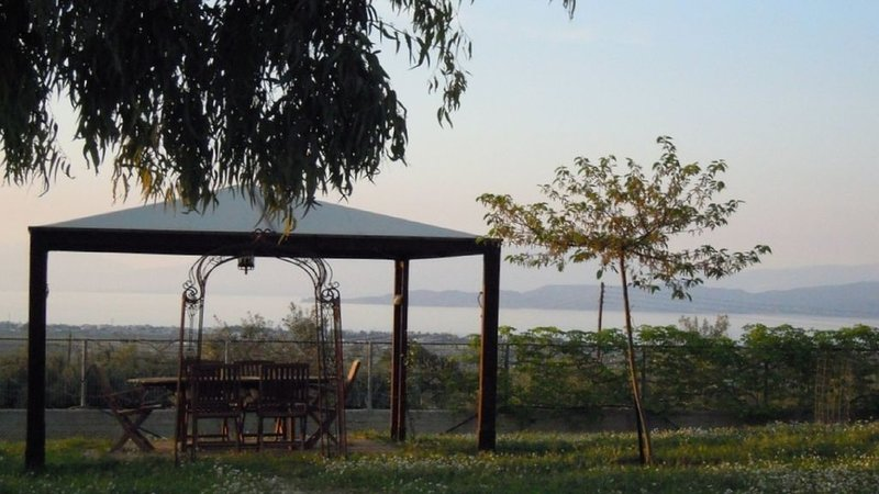 Cozy home with great view in Ancient Corinth, holiday rental in Kokkoni