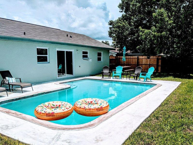 'Wet Feet Retreat' Pool Home with Heated pool!, alquiler de vacaciones en Port Richey